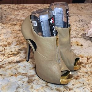 Beige suede zip shoes by Promise w gold accent toe
